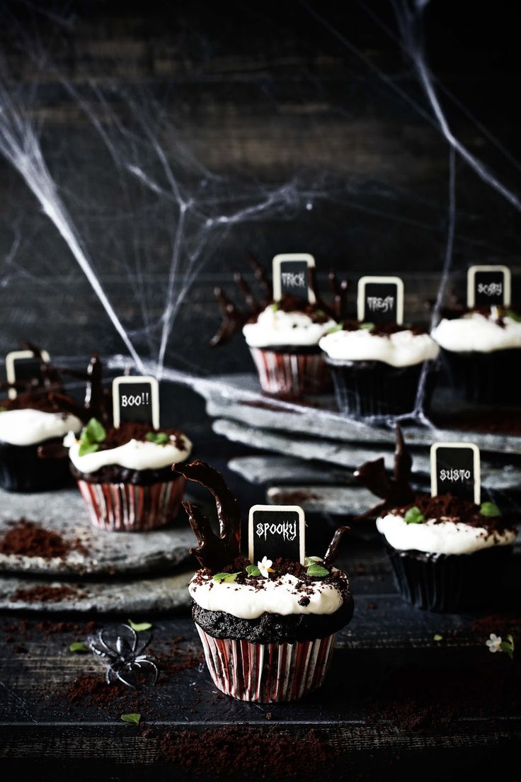 Plates and Platters: Chocolate Cupcakes for halloween # Halloween chocolate cupcakes! | Food, photography and stories