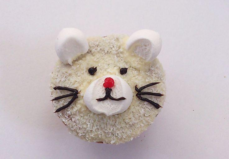 Süßer Katzen-Muffin. Rezept auf http://www.babinjo.de/kindergeburtstagskuchen/lustige-tier-muffins/
