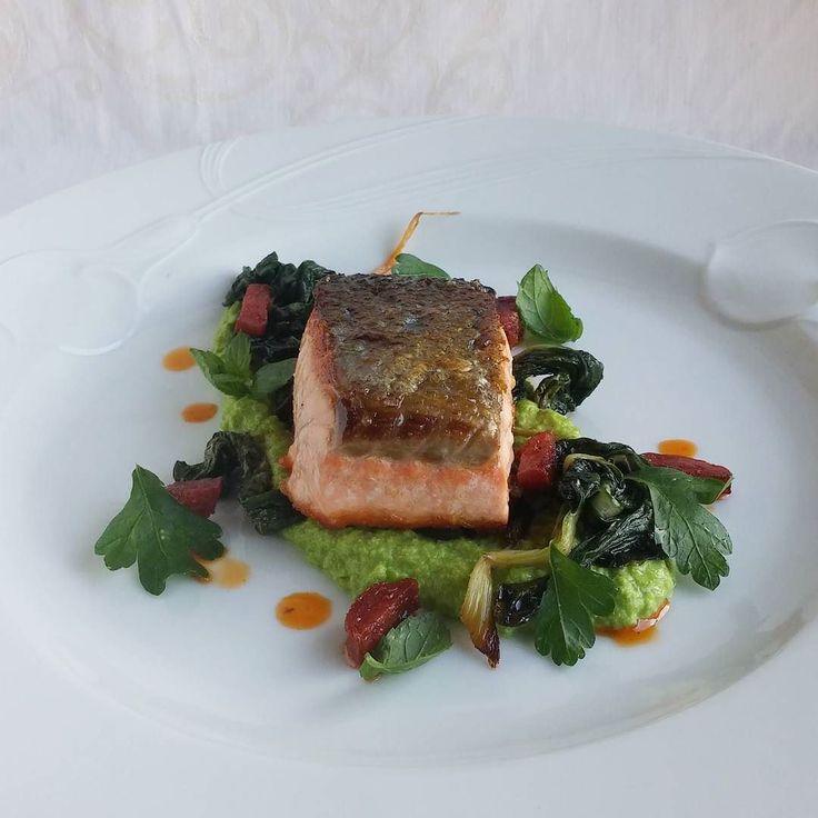 Paistettua lohta. #lohi #kala #itsetehty #ruokablogi #ruoka#kotiruoka #herkkusuu #lautasella #Herkkusuunlautasella#ruokasuomi