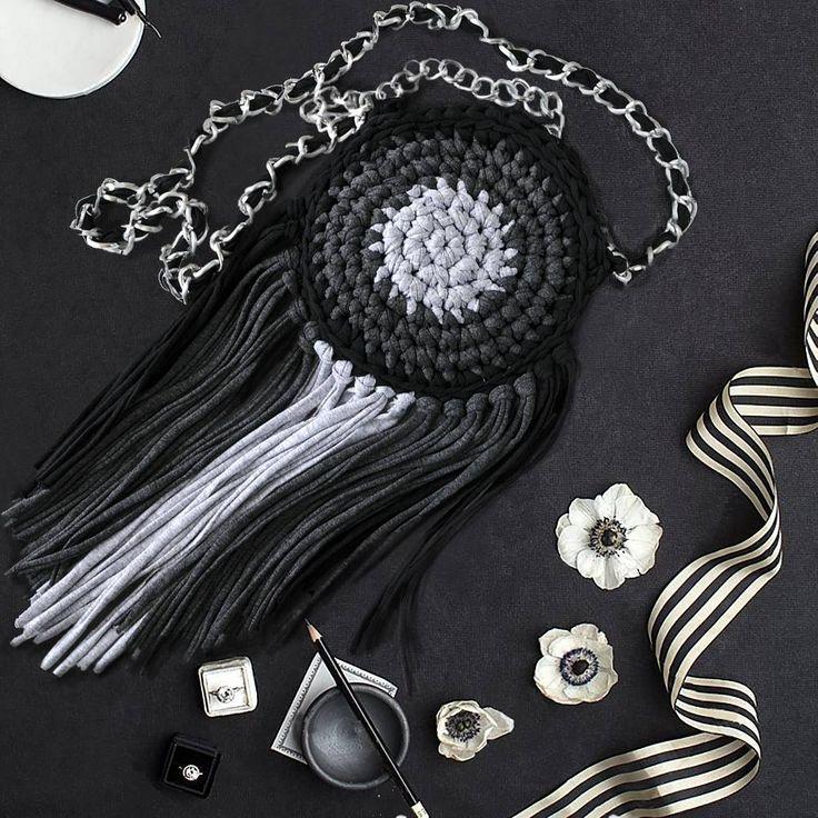 12 отметок «Нравится», 3 комментариев — Knit it all (@knit.it.all) в Instagram: «Сумочка на ручке из трикотажной пряжи. Hand knitted hand bag from #tyarn. #пуф #вязанныйпуф…»