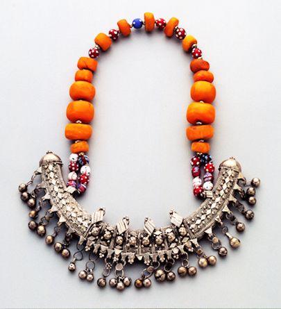 Wedding necklace from Somalia Somalia Amber, silver Late 19C Wedding necklace from Somalia. Amber, silver. Late 19th century