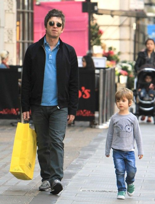 Noel Gallagher and son. Seriously, this man makes the cutest babies in the world. I don't even like kids but I would totally be cool with little Gallagher babies.