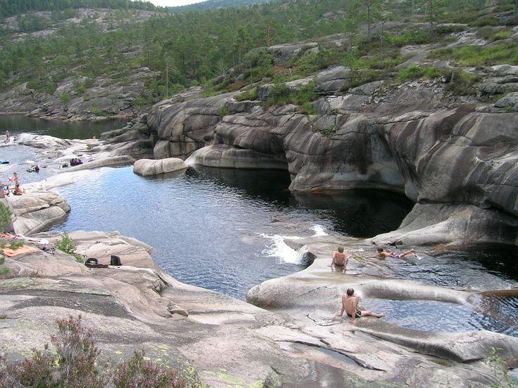 HVOR: Eikhom i Nissedal, Telemark.  HVORFOR: Naturens eget badeland.