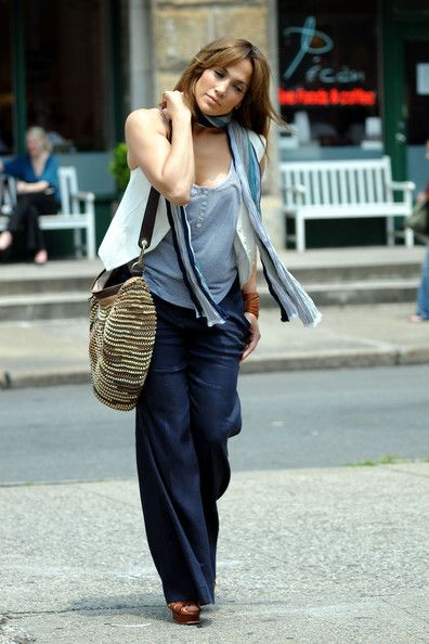 Jennifer Lopez - Jennifer Lopez On Set Of 'The Backup Plan' 3