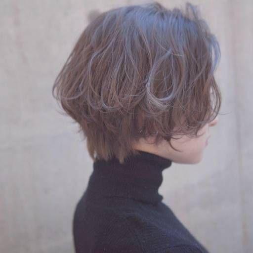 ショートヘアスタイル  ROVER うざバング センターパート 無造作 黒髪 ラフ 耳かけ 外ハネ アンニュイ ウェット かきあげバング 透明感 アッシュ 抜け感 ゆるふわ ルーズ モテ ラフショート