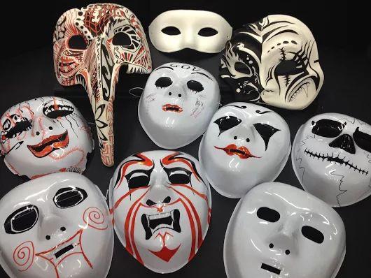 MASCHERE DI CARNEVALE   Maschera di #carnevale bianca e/o decorata Le maschere in cartapesta, plastica, carta e cartone le trovi a Bari da Colour Academy   #mask #carnival #papiermache #decoration #bari