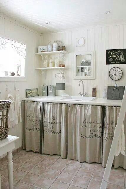 love this country style room, sink and those curtains from burlap, looks so cozy and homie