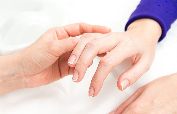 Dlaczego paznokcie się łamią, i jak je pielęgnować?  Przygotowaliśmy dla Was kilka wskazówek! :)