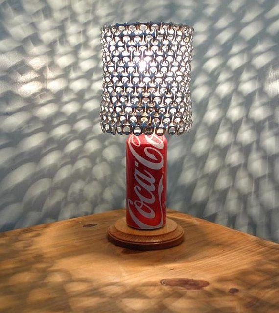 Velador con lata de coca-cola y chapitas de latas