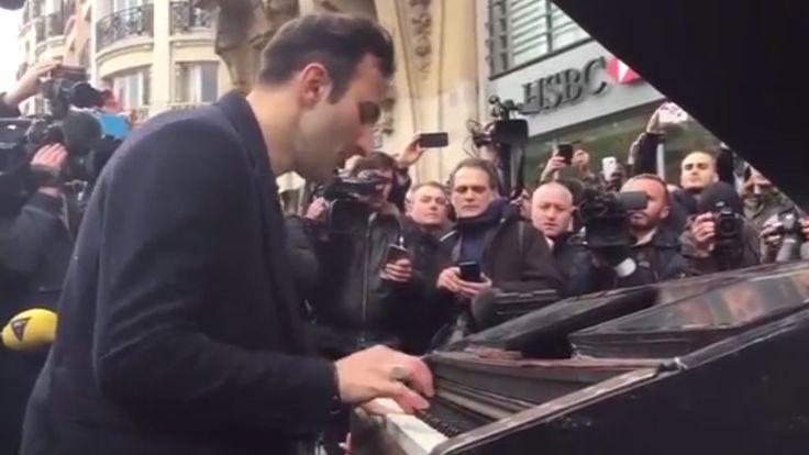 """A Parisian pianist has travelled on a bike with a portable piano to play a moving rendition of John Lennon's """"Imagine"""" outside the concert hall where at least 82 people were killed."""