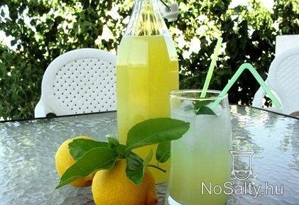 Friss citromszörp  http://www.nosalty.hu/recept/friss-citromszorp