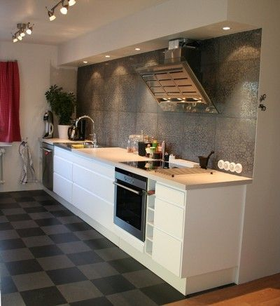 Marmoleum click checkerboard flooring for the kitchen