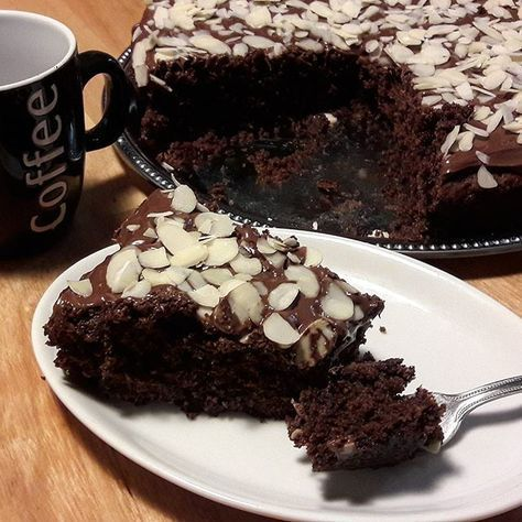 Bonjour, voici comme promis la RECETTE de ce délicieux gâteau moelleux au chocolat, fondant en bouche et gourmand à souhait...