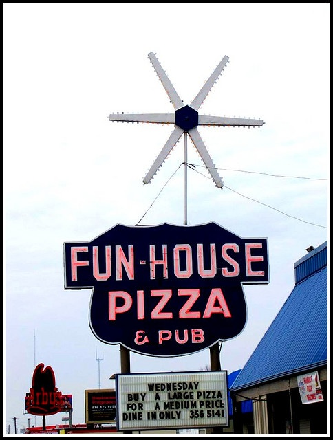Fun-House Pizza- Raytown, MO  I use to listen to the organist and ride the kiddie horse in the 60's