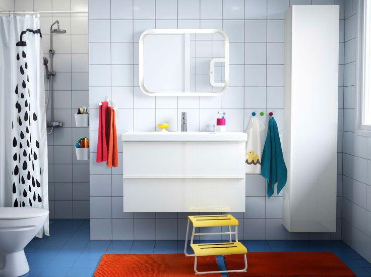 Ein Badezimmer Mit Weißen Fliesen, GODMORGON Waschbeckenschrank Mit 2  Schubladen Hochglanz Weiß Und Weißem ODENSVIK