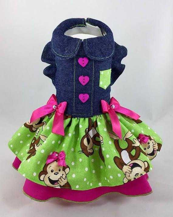 Alta calidad, vestido mascota Durable!! La blusa está totalmente forrada con una tela de algodón gruesa, para darle durabilidad. Su tejido exterior es 100% algodón, dril de algodón azul oscuro. La falda es voluminosa con múltiples capas. Capa superior es de algodón en color verde con