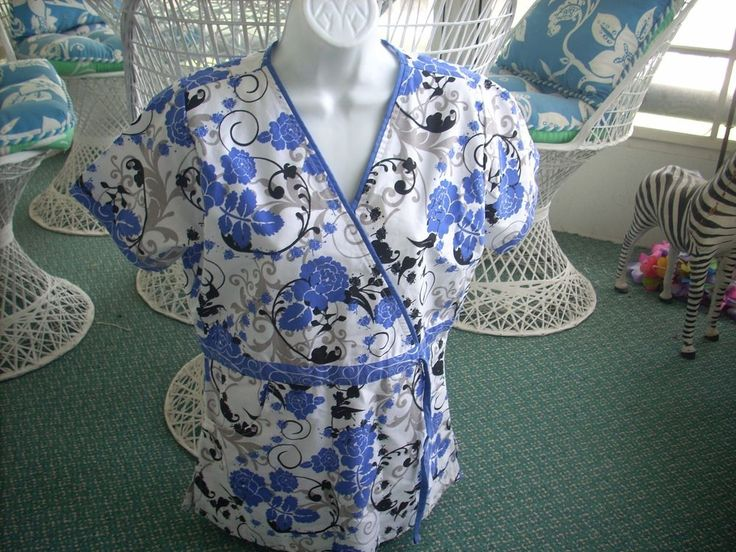 WOMENS UA UNIFORM SCRUB White with Blue Flowers Size Small Pre Owned Very Pretty #UAScrubs