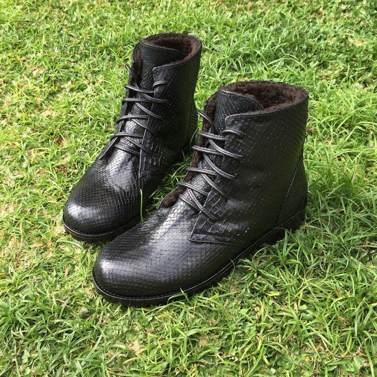 Stylish and comfortable winter boots from natural python skin. With real sheep wool inside, for extra warmth☺️. Made to order. In any color and any size.  Стильные, удобные зимние ботинки из натуральной кожи питона. Утепление натуральной овчиной. Модель унисекс. Принимаем заказы на данную модель, возможно изготовление в любом цвете. Любые размеры.