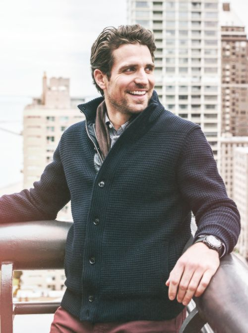 I think I might have to become a fan of NHL hockey...specifically the Blackhawks...helloooo Patrick Sharp!