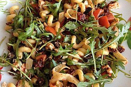 Italienischer Nudelsalat mit getrockneten Tomaten und Schafskäse, ein raffiniertes Rezept aus der Kategorie Eier & Käse. Bewertungen: 70. Durchschnitt: Ø 4,7.