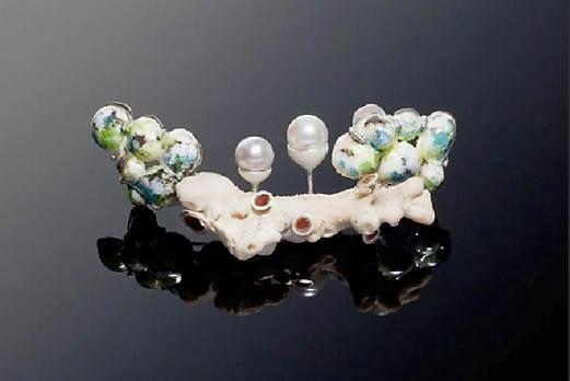 Tomomi Arata - Brooch #1 - Silver, pearl, sand, enamel, drift coral