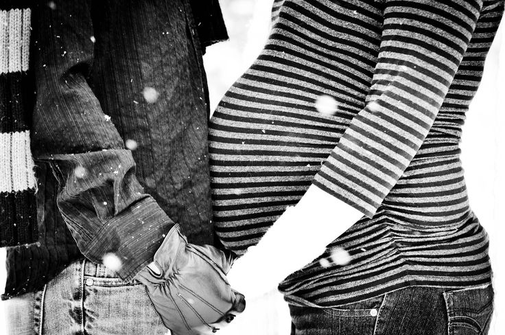 Winter Maternity Pictures. baby bump belly photographs photos photography Mommy Daddy Expecting