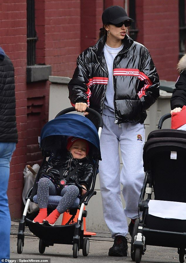 Irina Shayk Attempts To Go Incognito While With Daughter Lea In Nyc Irina Shayk Style Irina Shayk Fall Winter Trends