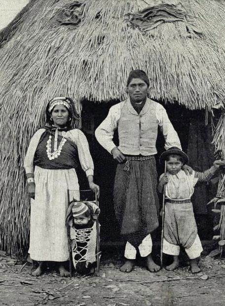 Mapuche Chilean Family. Temuco, 1910.