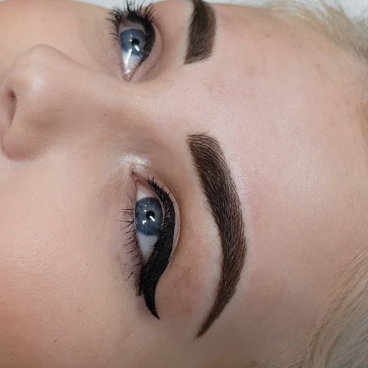 Topped up hairstrokes ��  For bookings and enquiries: Email: semipermanentmakeupbyamy@gmail.com www.amybissett.co.uk  Semi Permanent Makeup by Amy Bissett © #semipermanentbrows #permanentmakeup #goals #pretty #brows #makeupartist #eyebrows #pmu #inked #tattoo #beautyblog #aesthetics #hudabeauty #tattoolife #browgame #huddersfield #cosmetictattoo #mua #love #instagood #eyes #bbloggers #girlswithtattoos #beautyblogger #instabeauty #holmfirth #microblading #archaddicts #beauty #makeup…