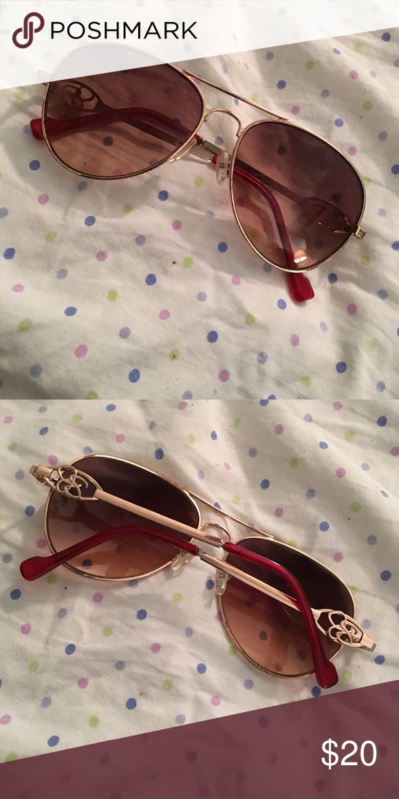 Jessica Simpson Sunglasses Jessica Simpson's Sunglasses Good condition - too big for my face Jessica Simpson Accessories Glasses