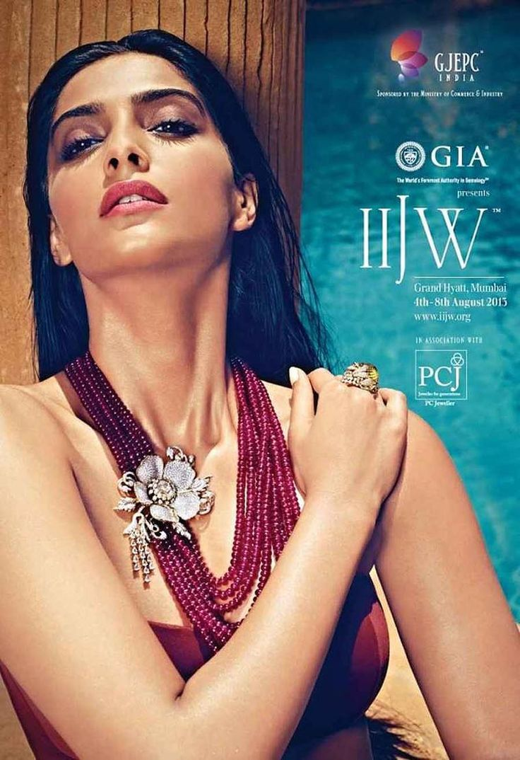 Bejewelled Bollywood stars and the leading jewellers in India set Mumbai alight