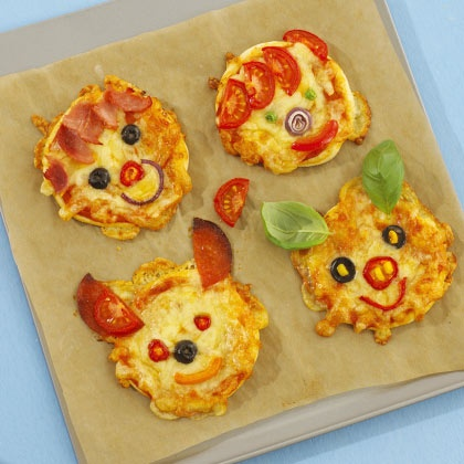 Love this idea! Creative pizzas for kids.