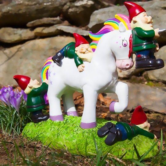 Les nains de jardin et l\'attaque de la licorne | Cadeaux kitsch ...