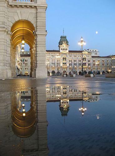 Riflessi nella Piazza dell'Unità - Trieste (Italia)