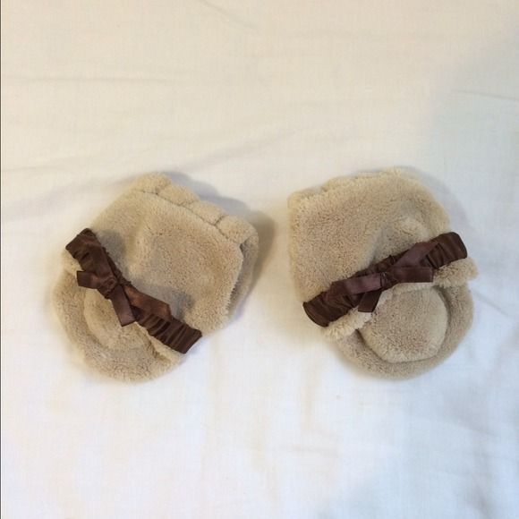 Fluffy Toe Separator for Pedicure Never used! There is a tiny black spot as seen in the third picture. Other