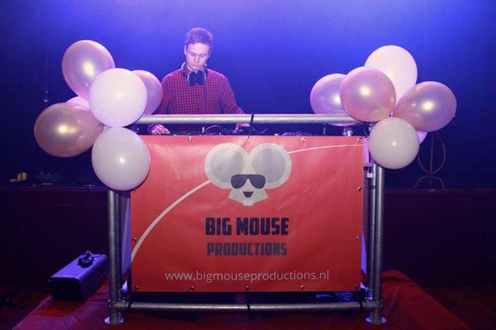 Mooie #DJ-Booth van Big Mouse Productions gemaakt met #buizen en #buiskoppelingen van www.buiskoppelingshop.nl