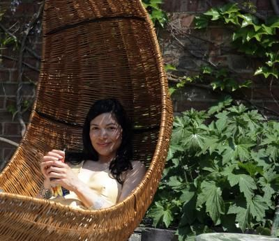 Most people associate hammock chairs and other hanging chairs with the outdoors, but many hanging chairs are suitable for indoor locations. A hanging chair utilizes a single point of contact with the ...