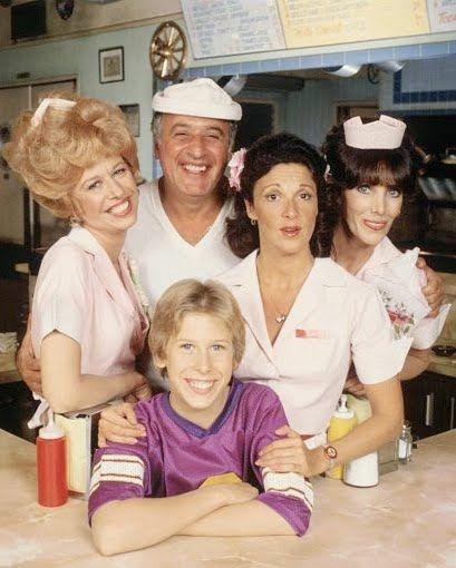 """La sitcom """"Alice"""", ambientata in un diner americano. La vedevo la sera a casa dei nonni ^^"""