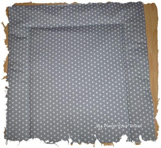 """Wickeltischauflage """"Sterne Grau 8 mm"""" + Wendeseite aus kuscheligem Frottee. Die Auflage kann von beiden Seiten benutzt werden. Die Frotteeseite ist wunderbar nach dem Bad.  Diese Sterne haben..."""