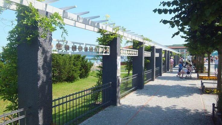 Promenade nahe dem Kurhaus in Binz Binz, Strandhäuser