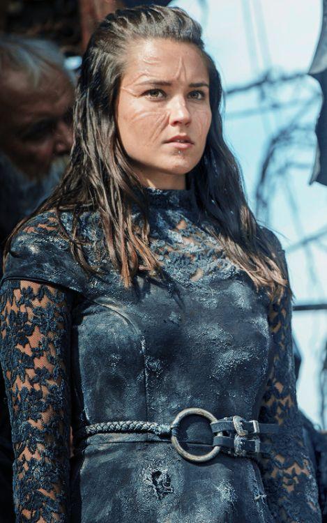 """ONTARI celebritiesandmovies: ontari - Le 100 Saison 3 Episode 4, """"Suivre les Thrones"""