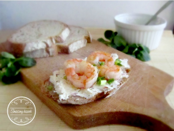 Amazing sandwich with shrimps and mascarpone