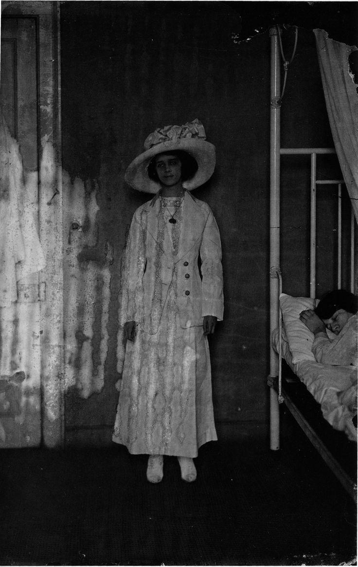 1920s women risque - 3 6