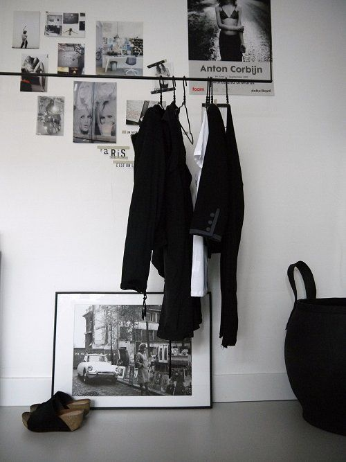 Self designed hanging clothes rack for some Parisian chic at your home ;)Dreams Bedrooms, Bedrooms Closets, Parisians Chic, Industrial Bedrooms, Decor Style, Bedrooms Clothing Racks, Black White, Interiors Bedrooms, Closets Spaces