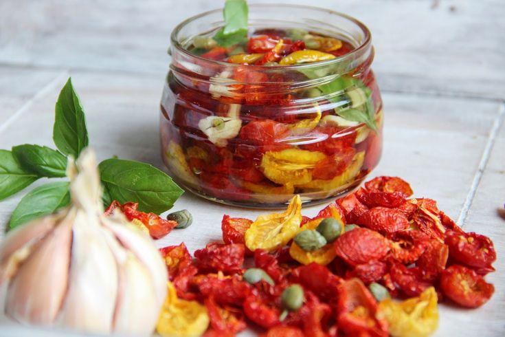 V kuchyni vždy otevřeno ...: Naložená domácí sušená rajčata v oleji ( ze sušičk...