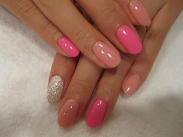 Round nails in pinks