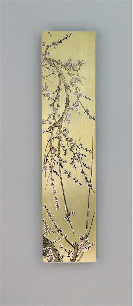 The delicate, harmonious shapes of this work by Zekkai Chushin (1334-1405) caught our attention and we decided to reproduce its elegance and refinement in a bookmark that portrays cherry branches in blossom against a golden background.