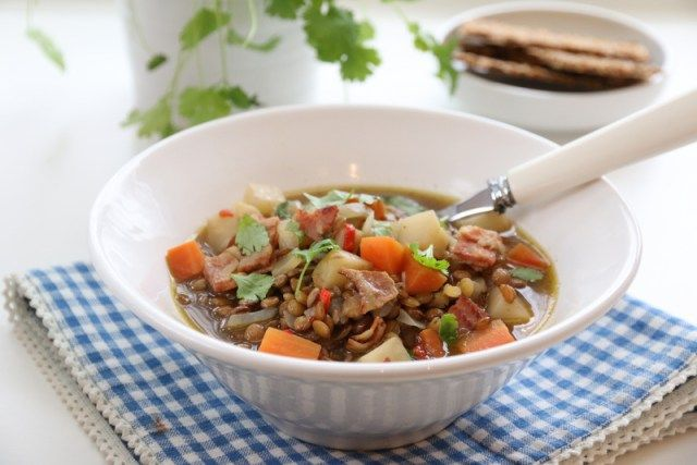 Linsesuppe med bacon og rotgrønnsaker