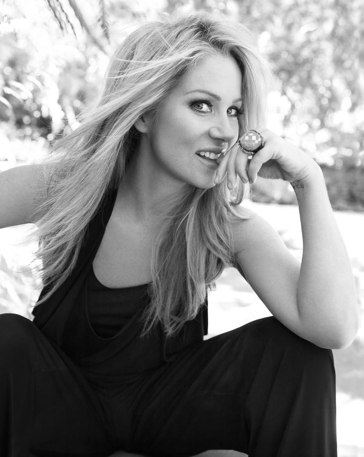 Christina Applegate--love the hair & her...comedy icon.