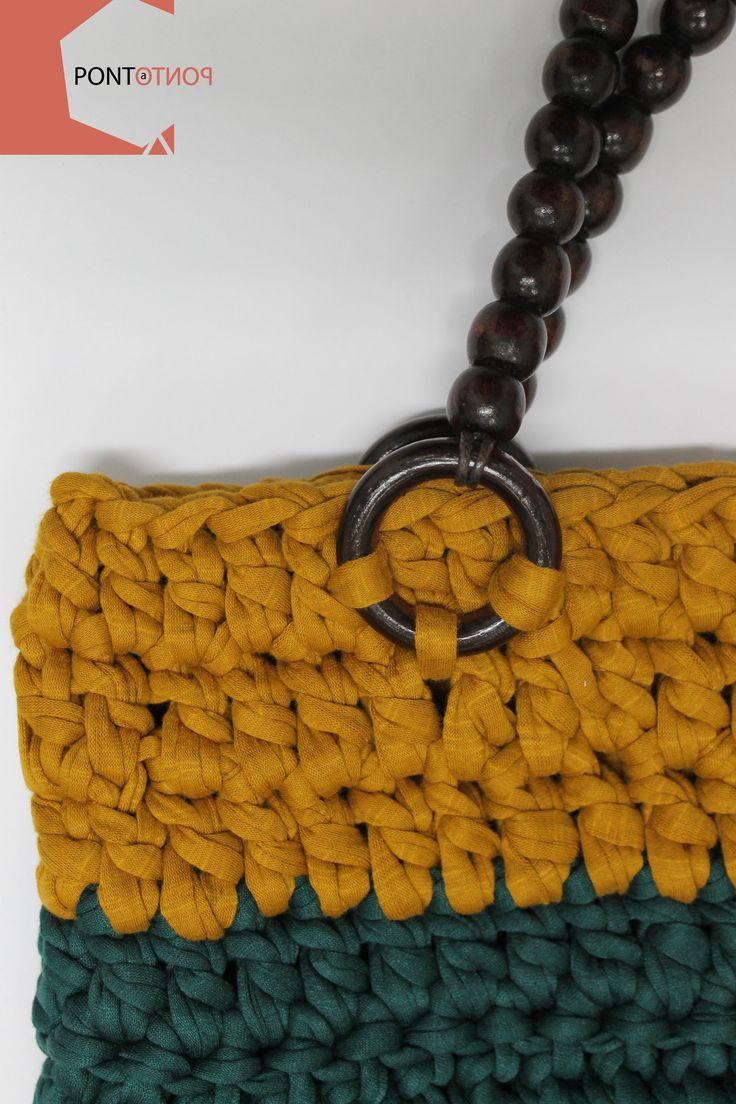 Ponto a Ponto | Modelo #1  Mala de tiradolo | Amarelo # Verde | Alças em madeira   Para mais informações vá a https://www.facebook.com/pontoapontobags :)